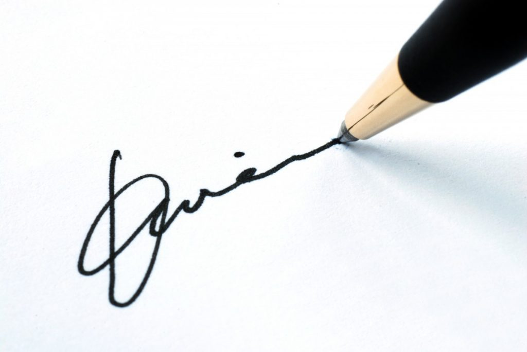 Signature with pen Loan Signing Service